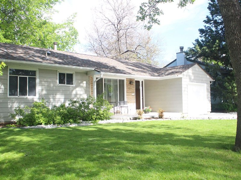 Southeast Denver Cozy, Private, 4 Bedroom Retreat with Wifi, vacation rental in Greenwood Village