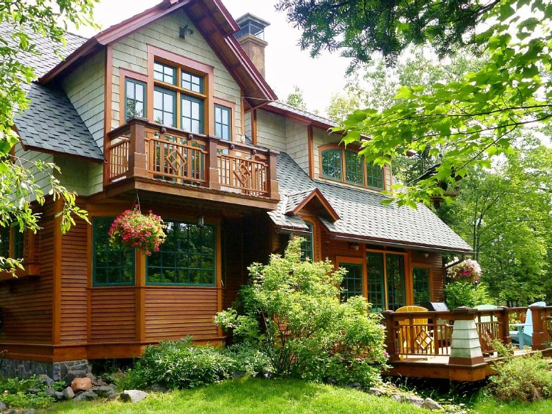 The Luxurious 'Captain's Quarters' Is A Gorgeous Retreat, In Any Season, holiday rental in Duluth