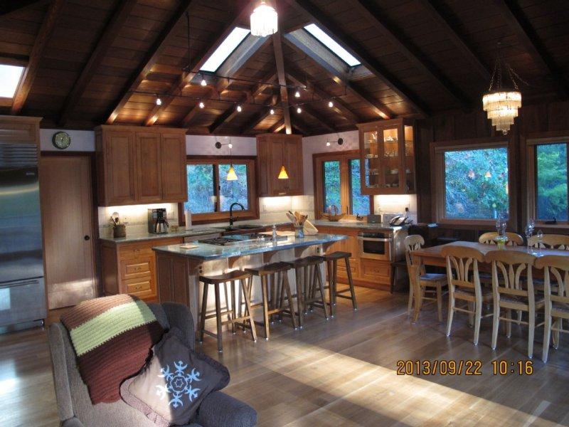 Country Redwood Masterpiece, holiday rental in Sebastopol