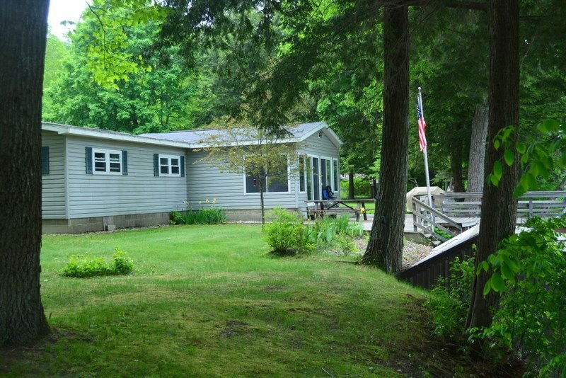 River Country Lodge on the Muskegon River next to Pine St boat launch, holiday rental in Trufant