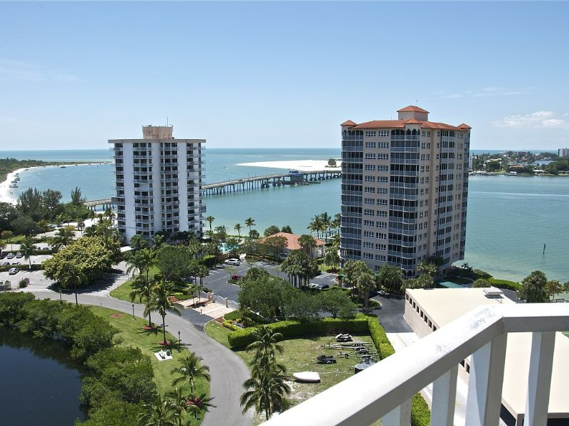Penthouse Condo with Amazing Sunset Views!!, vacation rental in Fort Myers Beach