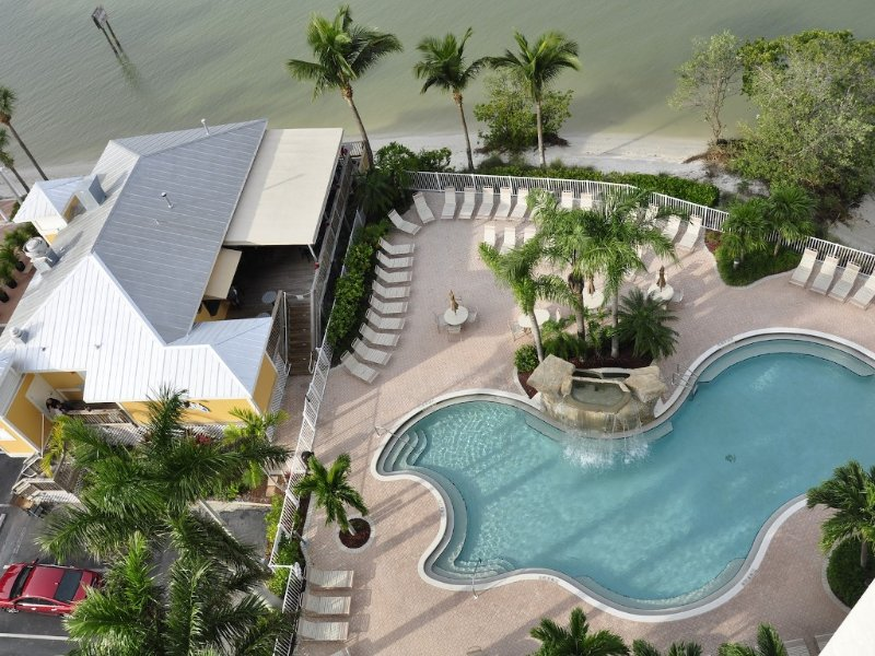 Spectacular Views!!  Beautifully Updated!!  No Resort Fees!, location de vacances à Fort Myers Beach