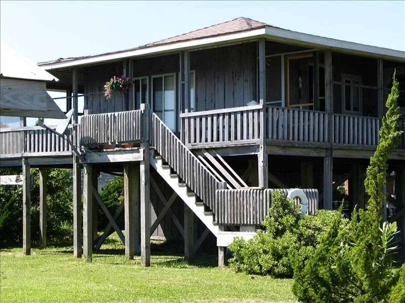Cape Lookout Lighthouse View from Waterfront Cottage, vacation rental in Harkers Island