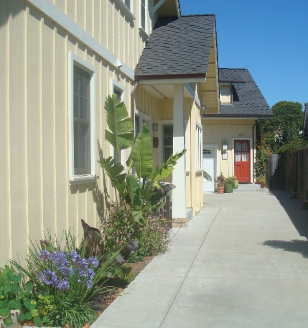 Cozy, mellow, private location, right in the middle of all the Westside action!