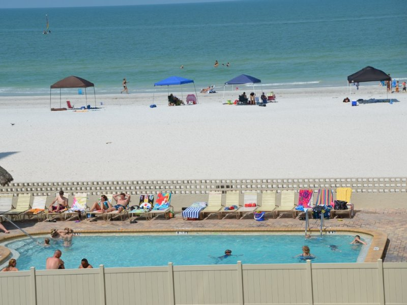 CLEARWATER/ST. PETE BEACH AREA, BCHFT CONDO, 3BD, 3BTH, LIKE NEW, CK THE REVIE, holiday rental in Redington Shores