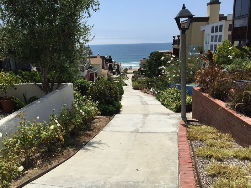 Walkstreet Beach house, Ocean Views and Steps from the Beach, Park & Restaurants, location de vacances à Manhattan Beach