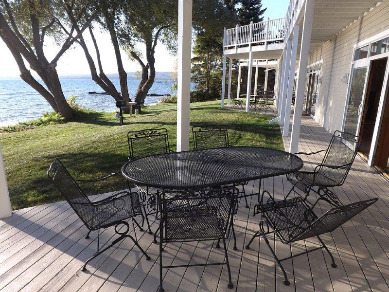 Madeline Island Lakeside Condo, vacation rental in Cornucopia