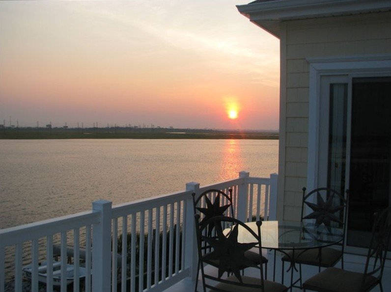 Enhanced Sanitation - AMAZING VIEWS with 4 decks with BBQ/Yard! Model HOME, vacation rental in Atlantic City