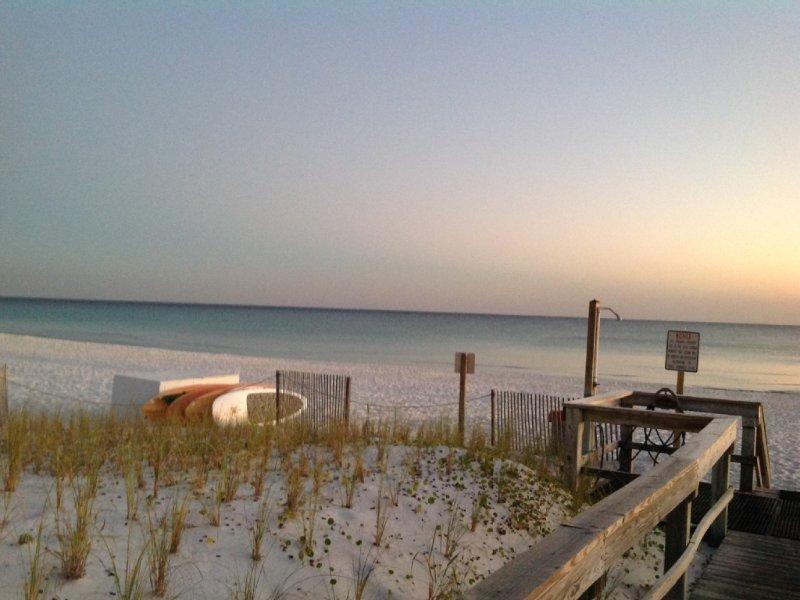 Stunning Beach Front Condo, 1st Floor Walk in Walk out, alquiler vacacional en Fort Walton Beach