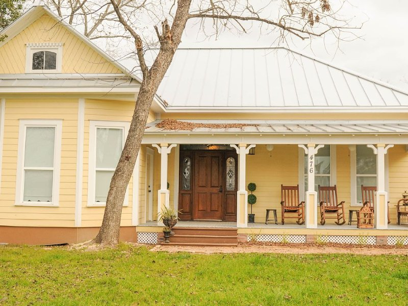 A Family Friendly Tuber's Paradise  Walk to Wurstfest, holiday rental in New Braunfels
