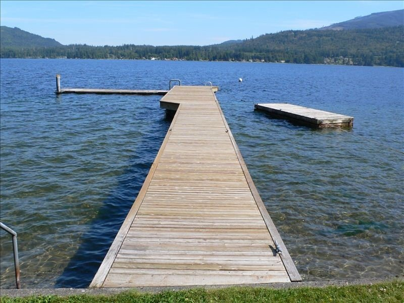 DOCK OUT TO DEEP WATER MOORAGE