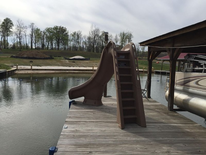 Lake Anna, Waterfront, Private Side, Gated, Sandy Beach, Water Slide, Playset, location de vacances à Bumpass