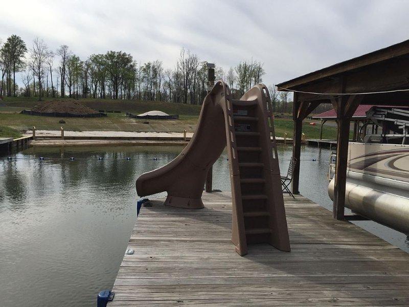 Lake Anna, Waterfront, Private Side, Gated, Sandy Beach, Water Slide, Playset, casa vacanza a Bumpass
