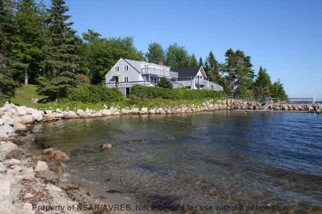 Superb Oceanfront with Boathouse, vacation rental in Southwest Nova Scotia