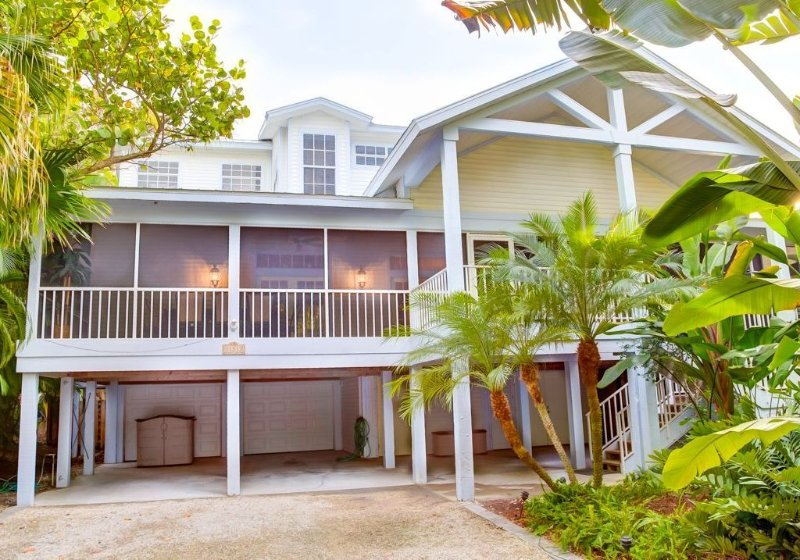 New Owner July 2015 - Open Breeze - Luxury Near Beach Home on Captiva, holiday rental in Captiva Island