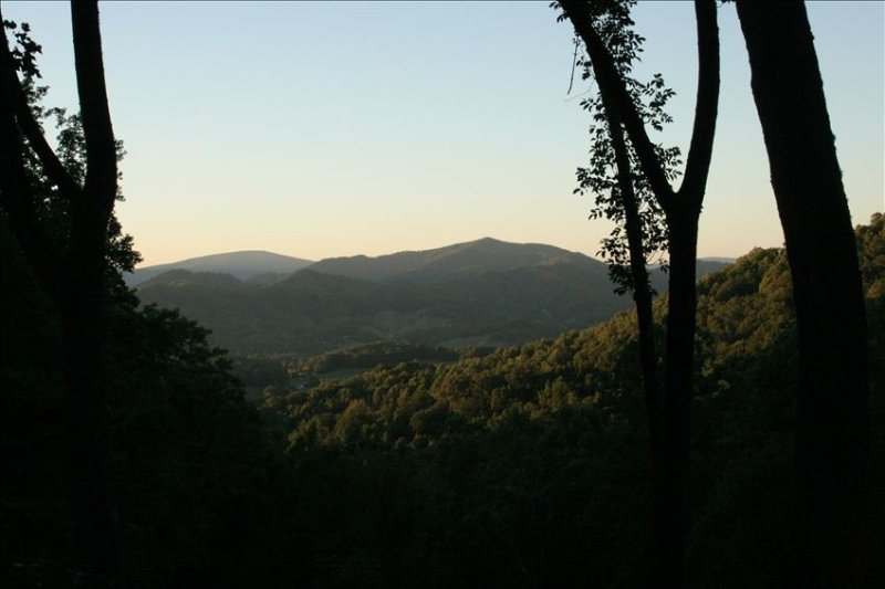 Mountain Air - A202-Pet Friendly Condo - Mtn Views - outside of Asheville, holiday rental in Burnsville