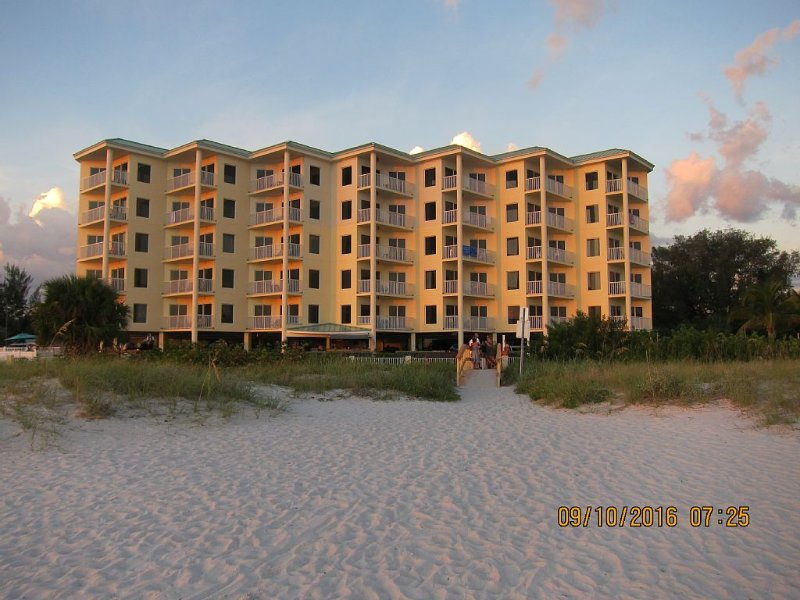 Sunset Vistas  Beach front Resort  2bed/2bath Million dollar Beach/Gulf views, holiday rental in Treasure Island