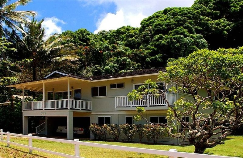 ULTIMATE BEACH FRONT LIVING, holiday rental in Kilauea