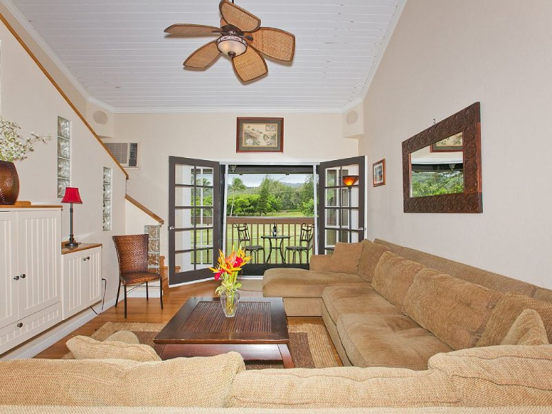 Clean & Comfortable Turtle Bay Condo 1 bdrm/2 full baths + Loft, holiday rental in Kahuku