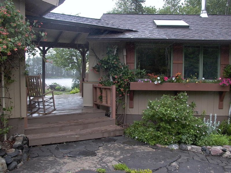Peaceful Setting, Perfect For Your Vacation Get-away.  Sauna.  Pet-friendly., holiday rental in Cook