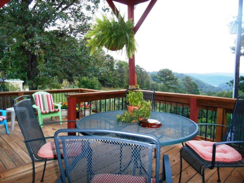 Peaceful and Serene Lake/River Area Vacation Rental., holiday rental in Eureka Springs