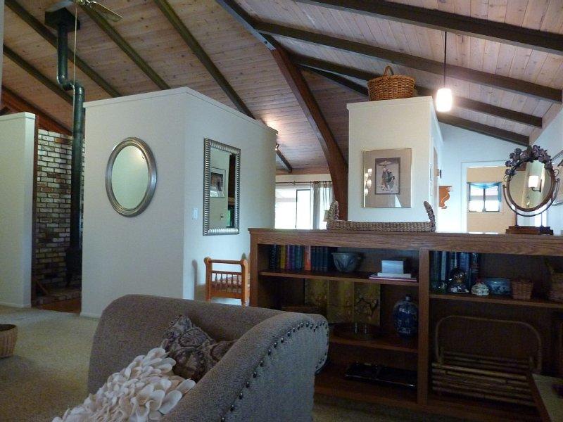 Sunset House in Santa Rosa:  Views, Architecture, Art and Antiques, location de vacances à Santa Rosa