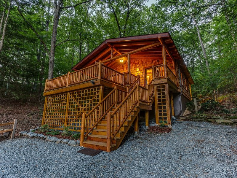 Toccoa River Valley Retreat, Private Dock, Great Fishing, Relaxing Setting!, alquiler de vacaciones en Mineral Bluff