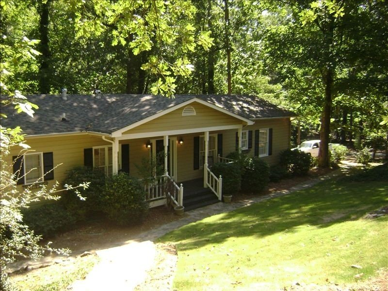 Hattiway on Lake Allatoona Includes Private Covered Dock, holiday rental in Waleska