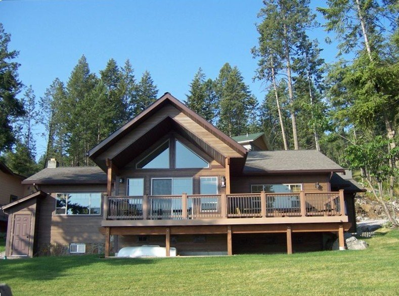 Ideal location on right on Flathead Lake!, casa vacanza a Rollins
