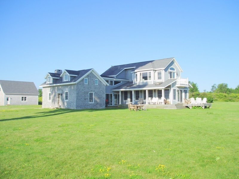 5 BR Water Front House on 700 Acre Nature Preserve on  Private Island, holiday rental in Sackets Harbor