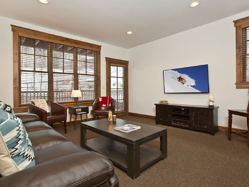 2 BD/2BA Modern Ski Condo, Walking Distance Downtown Jackson, vacation rental in Jackson