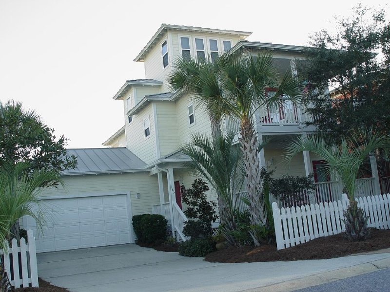 Flamingo Cottage 50 Yards to Private Beach/Gated/New Heated Pool/Garage – semesterbostad i Santa Rosa Beach