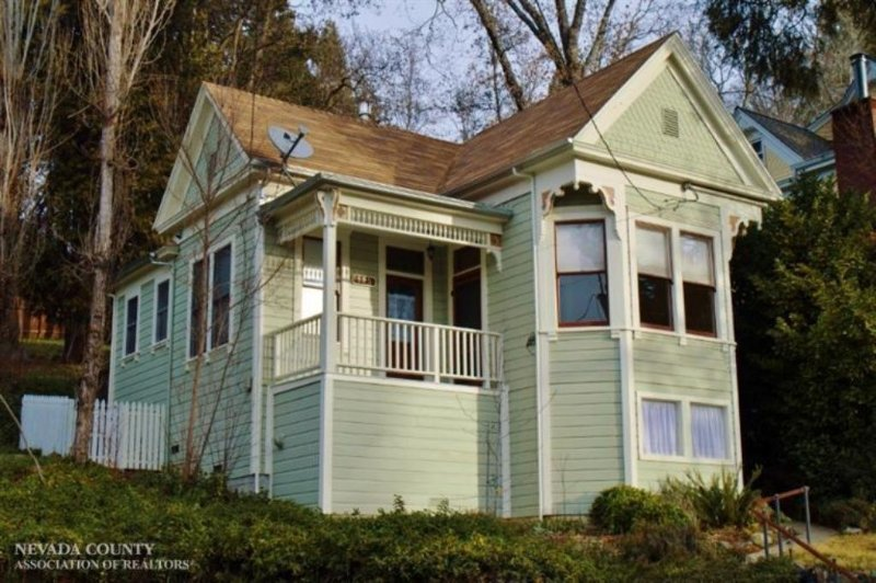 Charming Victorian Home in Historic Downtown Nevada City, vacation rental in Penn Valley