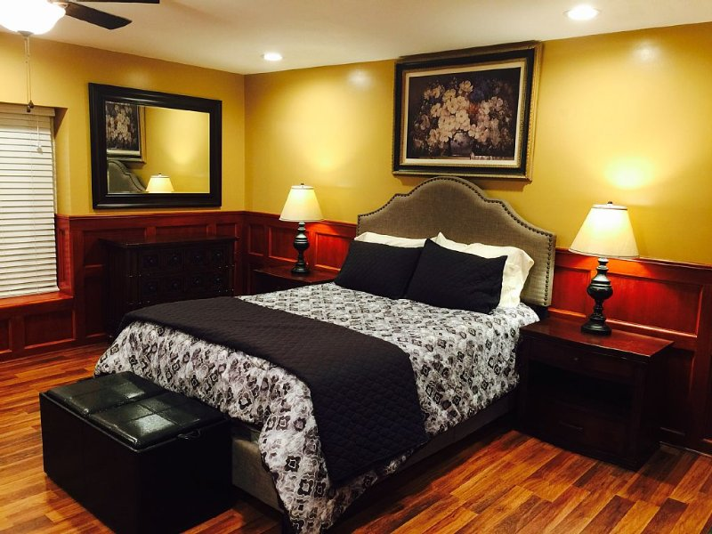A-Class Executive Fully Furnished Flat W/ Washer, holiday rental in Jefferson City
