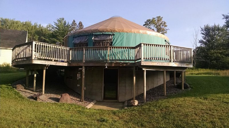Luxury Yurt Near Marquette Mi All The Amenities, alquiler vacacional en Champion