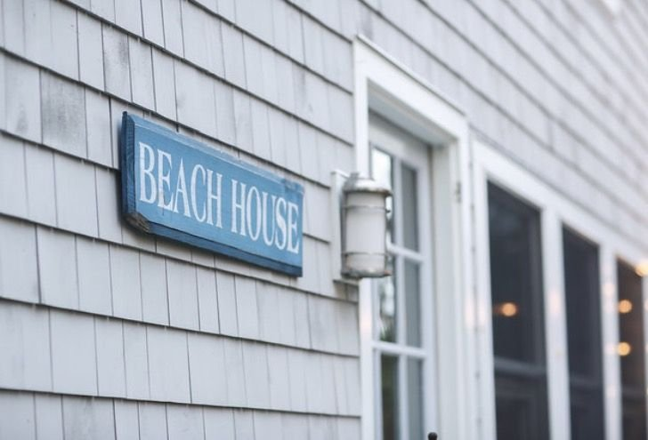 Less than 1 block to the beach in Westport! Long Term Rentals too., vacation rental in Stamford