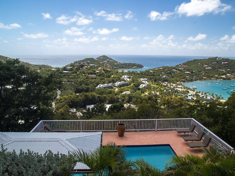 Good Day Sunshine - Affordable Hilltop Townhome with Panoramic Ocean Views, Ferienwohnung in Cruz Bay