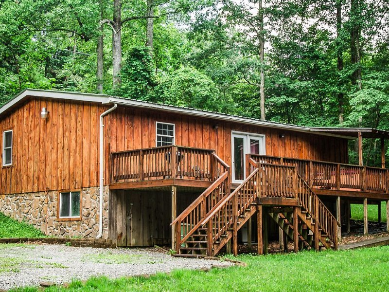 Three Bedroom Cabin Close to the New River Gorge at a good price, location de vacances à Fayetteville