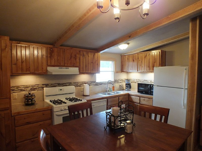 Trail's End Cabin, right in the heart of Cloudcroft, next to the Osha Trail, holiday rental in Cloudcroft