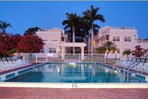 Top Rated Gulf Side, Steps from Beach, Great Amenities 2 pools, tennis, hot tub, aluguéis de temporada em Siesta Key