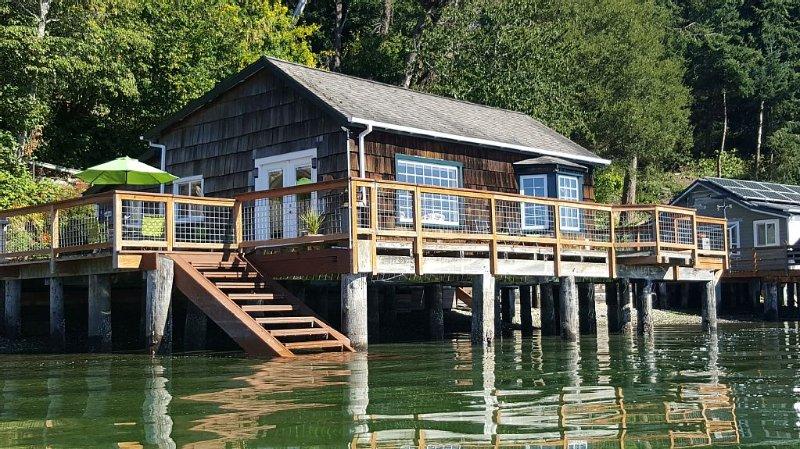 Charming Beach Cabin Nestled in Quartermaster Harbor, alquiler vacacional en Vashon