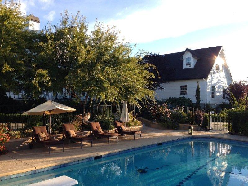 CARRIAGE LOFT - HOT LARGE SPA, FIREPLACE, FULL KITCHEN, location de vacances à Lincoln