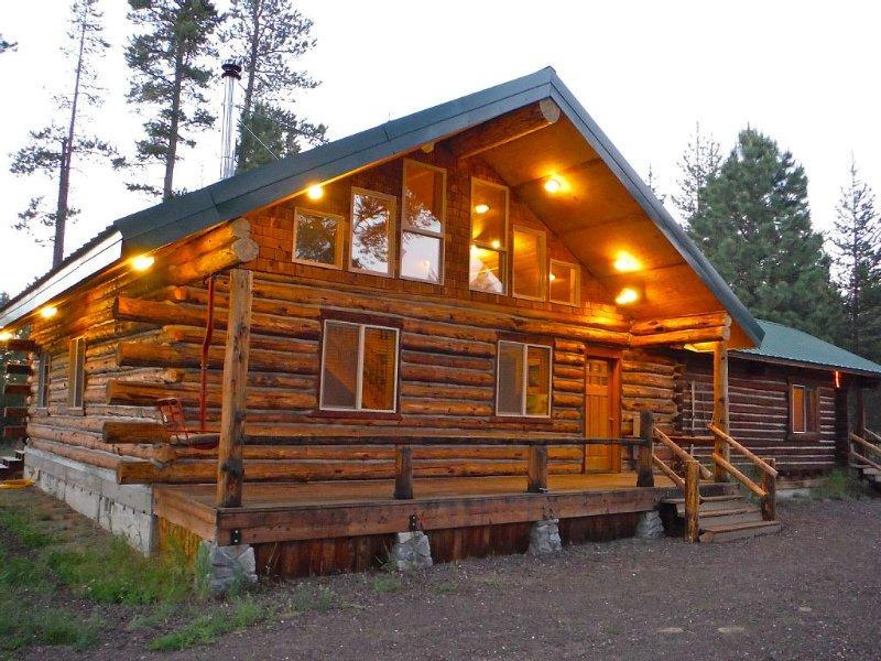Rustic log home. Room for the entire family!, alquiler de vacaciones en La Pine
