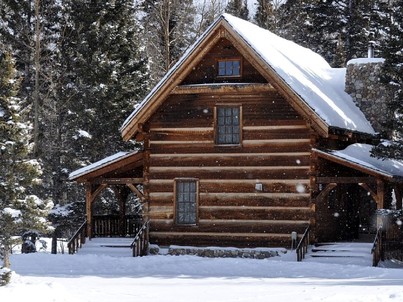 Michael Martin Murphey Cabin, America's Cowboy Singer/Songwriter Getaway Cabin, holiday rental in Red River