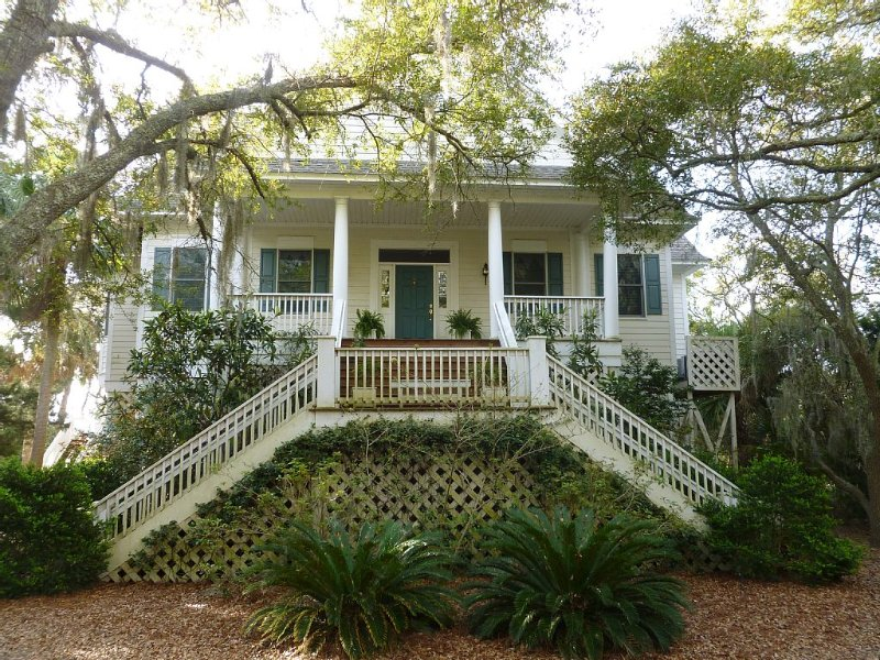 Living The Dream, Ocean Front and Creek Front with a Dock, vacation rental in Edisto Island