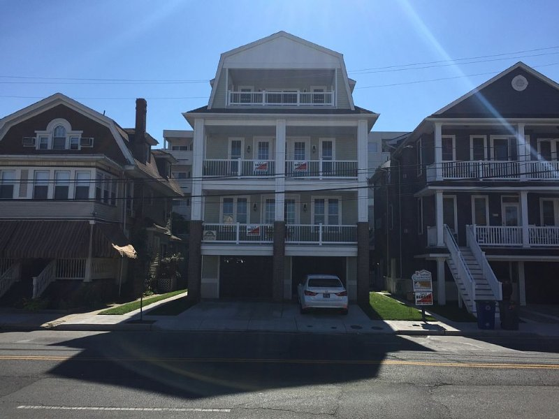 Beach block home with private side/garage entrance & outside shower to rinse off