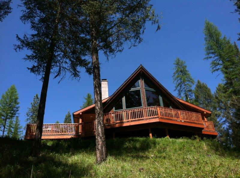 Cedar Chalet,  Hot tub, Romantic, Wood Fireplace, Glacier Park & Flathead lake, location de vacances à Kalispell
