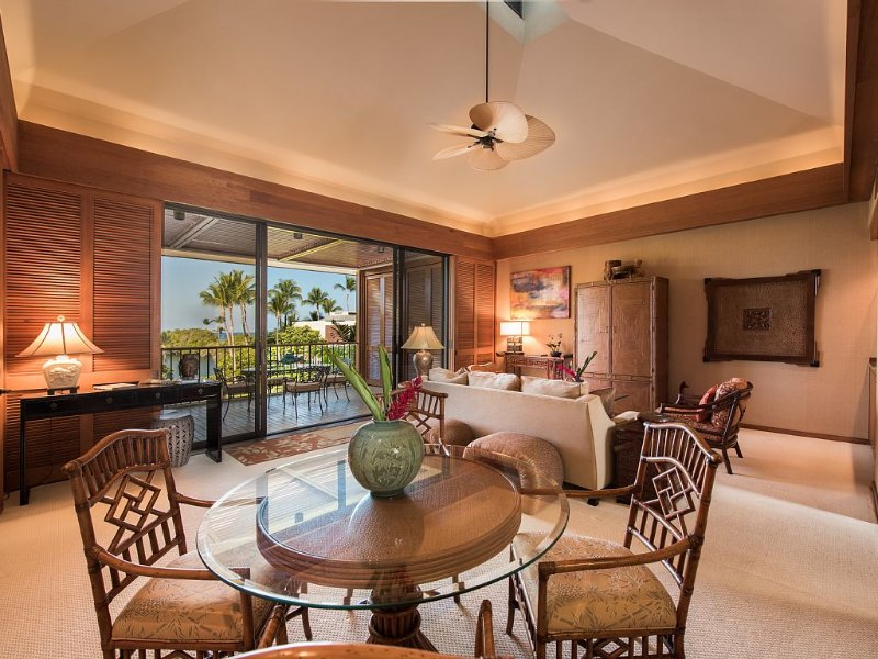 Exquisite Luxury: 1 BR Oceanview Penthouse Villa - K302, holiday rental in Waimea