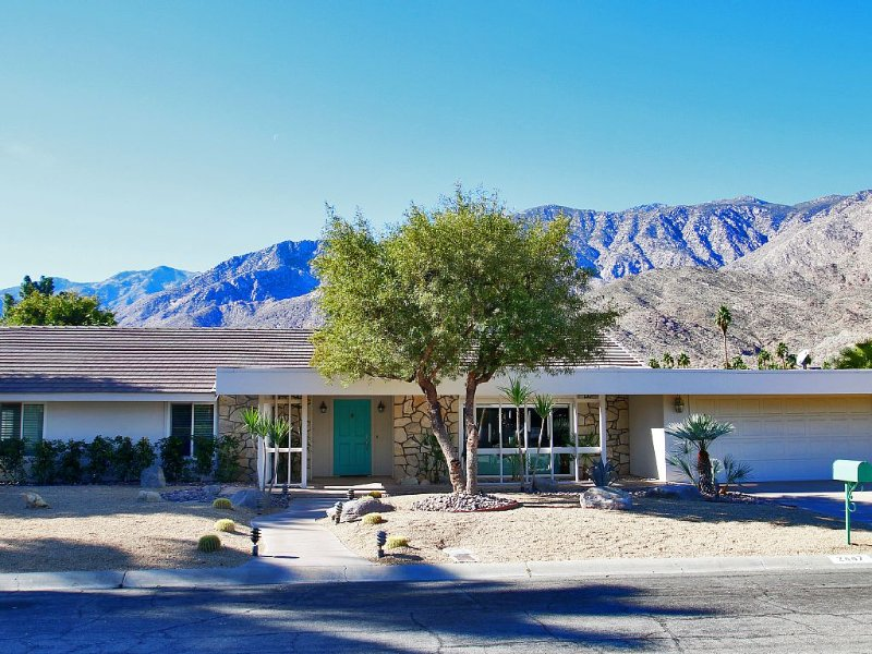 Tranquil Desert Oasis on the Indian Canyon Golf Course - Casa Turquoise, alquiler de vacaciones en Palm Springs