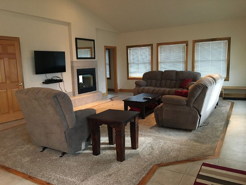 Spacious Mountain  House, with 2 Car Heated Garage, vacation rental in Dillon